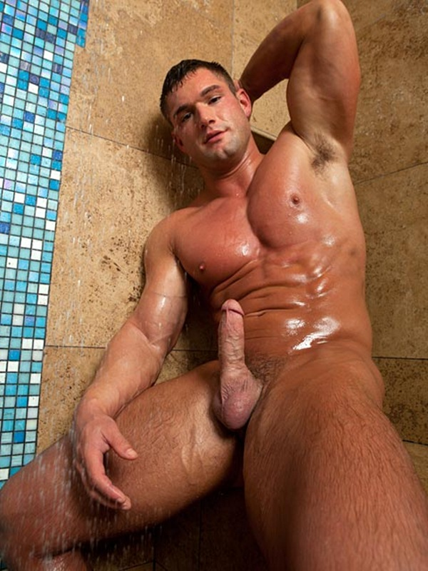muscle hunk Brad Barnes jerking off at Randyblue 01