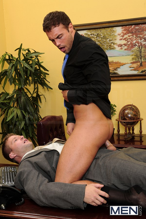 Rough Colby Jansen Fucks the load out of Rocco Reed at Thegayoffice