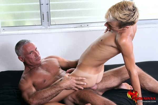 Hot sexy muscular daddy Josh Ford fucks cute boy Mason Love in The Twink Houseboy Earns His Money at Bangmesugardaddy