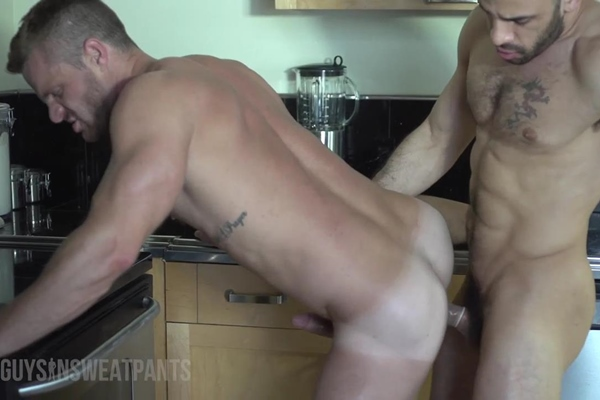 Masculine Austin Wilde & big-dicked Landon Conrad have a horny flip-flop at Guysinsweatpants