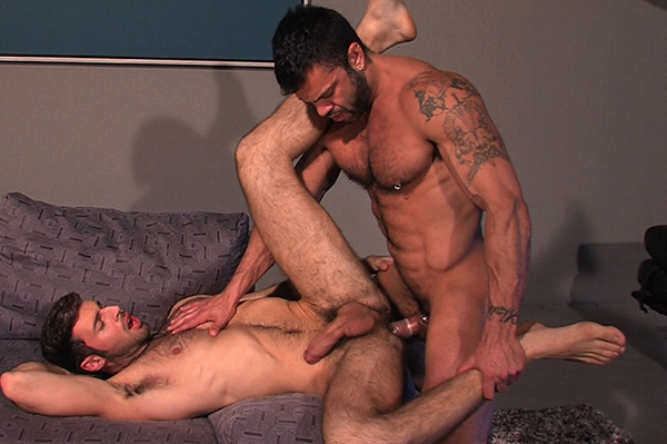Muscular hairy hunk Rogan Richards fucks Dario Beck in Scruf at Titanmen