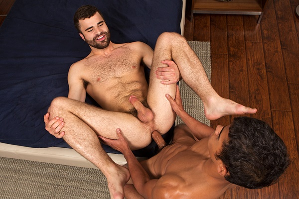 Big-dicked Glenn barebacks and breeds Pavel in his muscle ass at Seancody