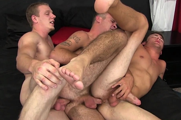 Hot straight boy Johnny Forza barebacks handsome Romeo James and Ian Dempsey at Brokestraightboys