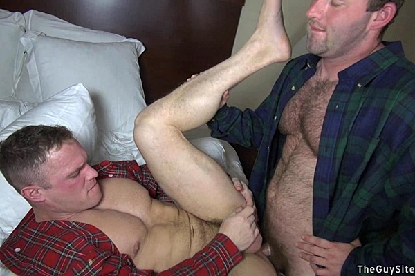 Hairy beefy Chance fucks masculine Zach and gives Zach's a big cum facial at Theguysite
