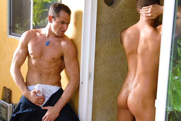 Macho stud John Jockson fucks Bryce Star in Peeping Repairman at Men
