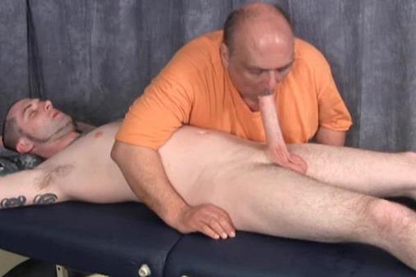 Sucking dick till cum