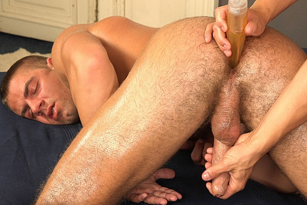 Ivan Mraz fingers and dilfo-fucks Arny Donan's tight virgin hole before he strokes the cum out of Arny at Williamhiggins