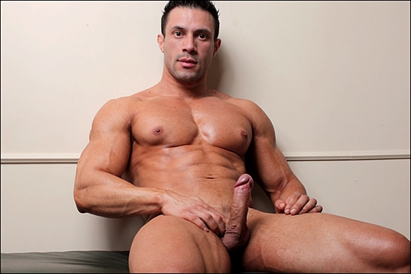 Handsome muscle stud Joe Barkley shoots his creamy loads at Musclehunks