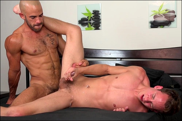 Austin Wilde barebacks and creampies his loyal fan Garrett Cooper at Guysinsweatpants