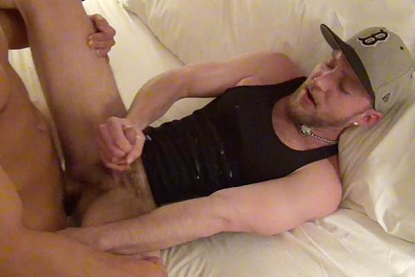 Eli Hunter breeds and fucks a big load out of Deviant Otter in Barebacking a Straight Guy at Deviantotter