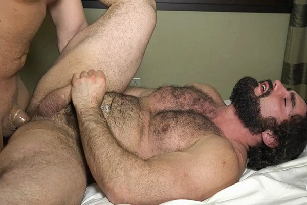 Muscle bear Junior & Jaxton Wheeler flip-fuck before Junior fucks a nice load out of Jaxton at Theguysite
