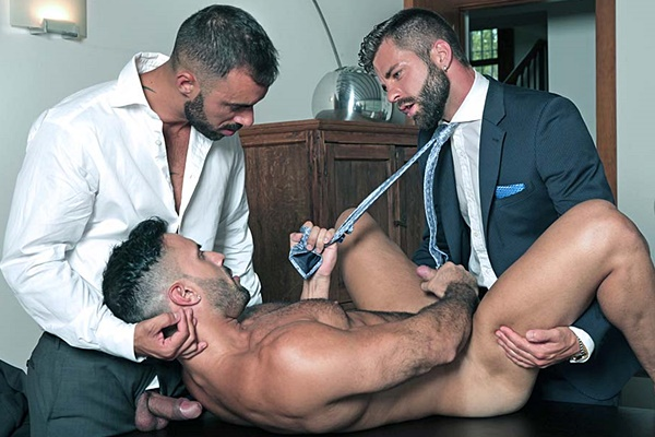 Xavi Duran and Hector De Silva tag team muscle bottom Flex in Manservant at Menatplay