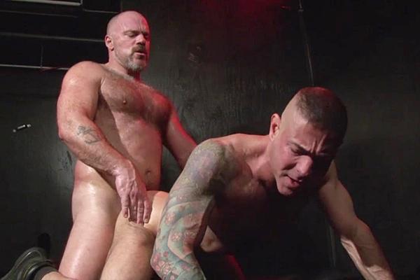 Hot muscle bear Bronson Gates barebacks masculine hunk Nick Moretti at Dudesraw
