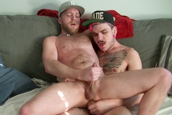 Luke Harding fucks the cum out of Deviant Otter and breeds Deviant in Quick Cum Dump at Deviantotter