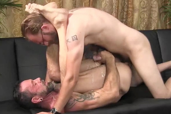Married straight guy Dee barebacks macho daddy Franco at Straightfraternity