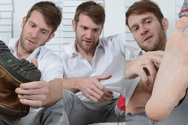 Colby Keller jerks off while getting his size 15 feet worshiped by Johnny Hazzard at Myfriendsfeet