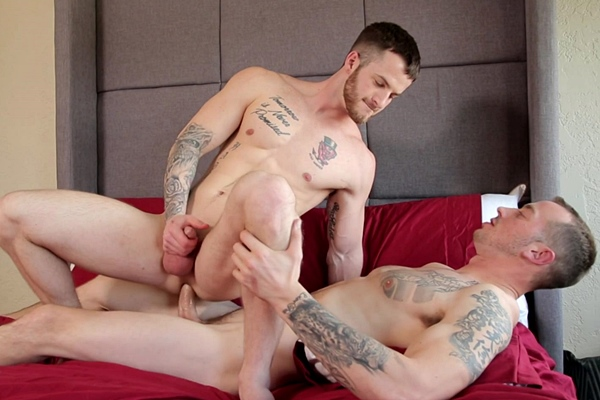 Mark Long fucks a creamy load out of Quentin Gainz and breeds Quentin at Nextdoorraw