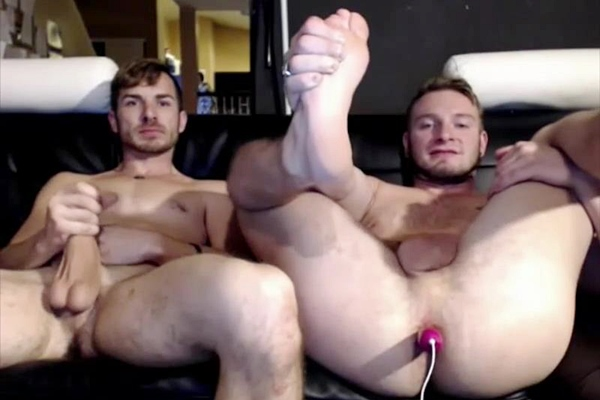 Jake Karhoff & Parker Kane take the OhMiBod vibrator up their bubble asses before they jerk off at Voyeurboys