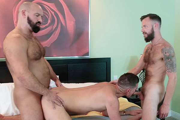 Bone Flexx fucks Blake Bradley and Troy Webb at Barebackthathole