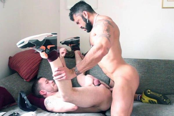 Muscle hunk Rogan Richards fucks Alfie Stone in Brixton Couch at Roganrichards
