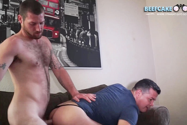 Masculine construction worker Reaper fucks Victor at Beefcakehunter