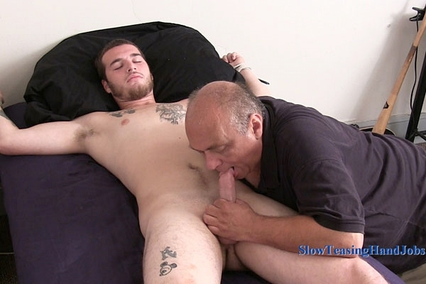 Hot straight muscle jock Kenny gets stroked, sucked and tickled at Slowteasinghandjobs