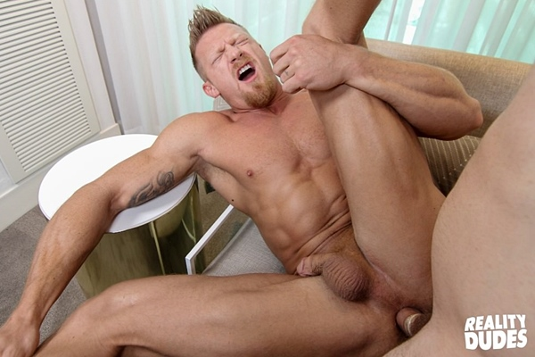 Hot muscle hunk Max London gets fucked for the first time at Realitydudes