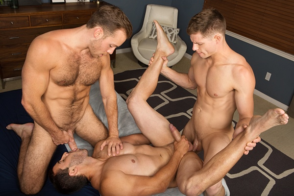 Muscle jock Cory barebacks and creampies Dean and Randy at Seancody
