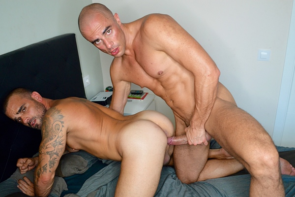 Hot muscle hunk Diego Summers barebacks Damien Crosse at Staghomme