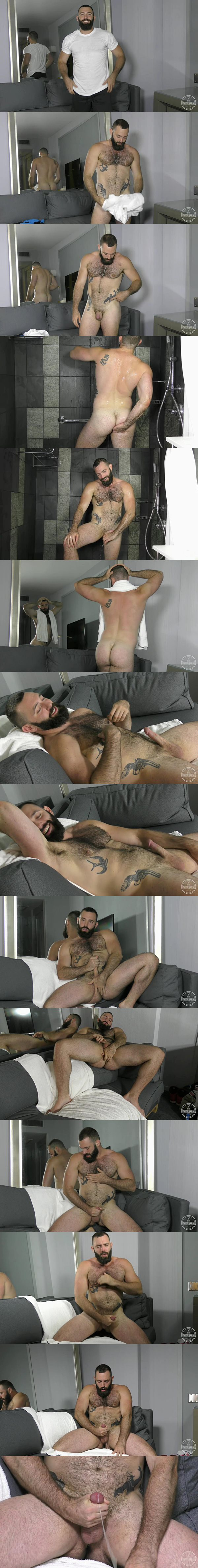 Sexy muscle bear Sal Wolf shoots his juicy load at Theguysite