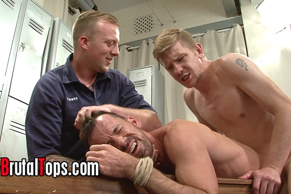 Hot heteor masters Derek and Edward tag team a pathetic sub on his both ends at Brutaltops