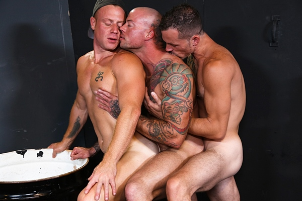 Jimmie Slater fucks muscle hunks Saxon West and Sean Duran at Extrabigdicks