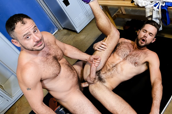 Muscle daddy Marc Giacomo and Mike De Marko flip-fuck at Menover30