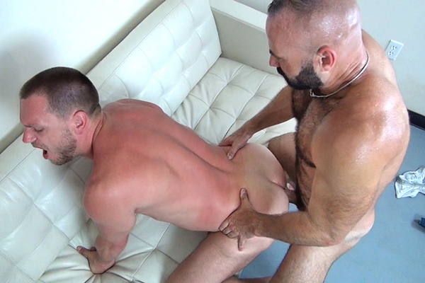 Hot muscle hunk Collin O'Neal barebacks Hans Berlin at Rawfuckclub