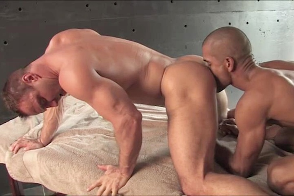 Black top Alec Calderon fucks hot bodybuilder Jack Utberg's tight virgin ass at Legendmen