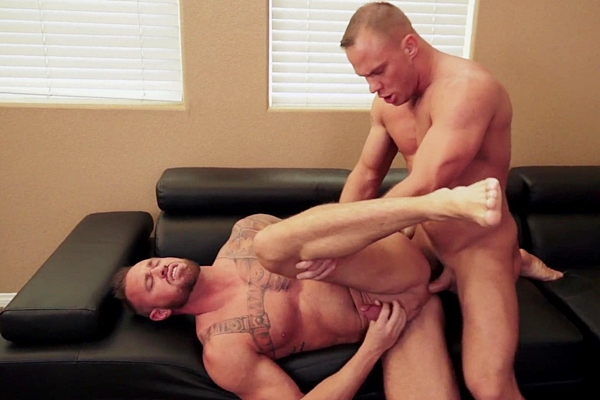 Austin Andrews breeds masculine beefy stud Michael Roman at Rawcastings