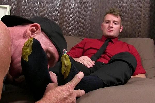 Hot straight jock Jake Karhoff cums while being foot worshiped by macho daddy Dev at Myfriendsfeet