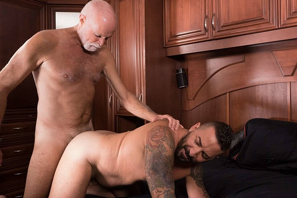 Goateed daddy Hart Caldwell barebacks tattooed hunk Adam Knocksville at Barebackthathole