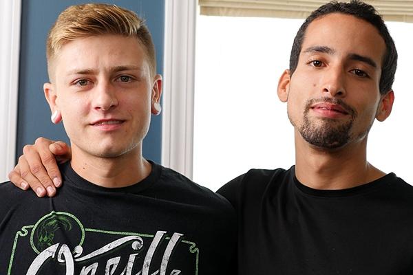 Jared Marzdon barebacks blond newcomer Landon Wells in his bottoming debut at Brokestraightboys