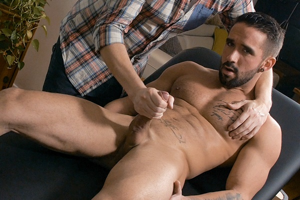 Hot straight muscle jock Zack Lemec massaged and jerked off by Pascal at Maskurbate