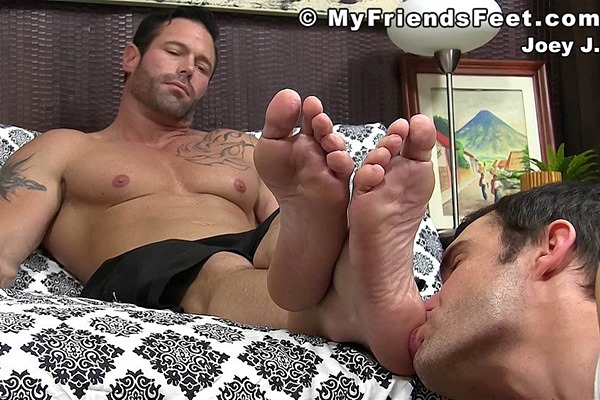 Masculine straight hunk Joey's gets his size 12 feet worshiped at Myfriendsfeet