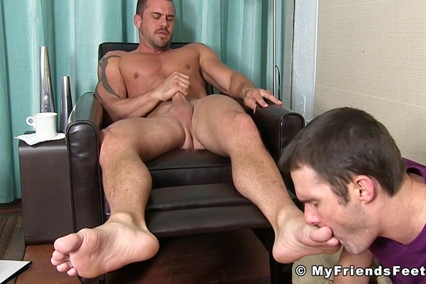 Cameron Kincade foot worships muscle hunk Darin Silvers till he cums at Myfriendsfeet