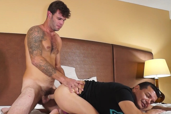 Masculine straight hunk Kyle fucks Victor in Getting Beefcake Kyle to Stuff Me at Beefcakehunter