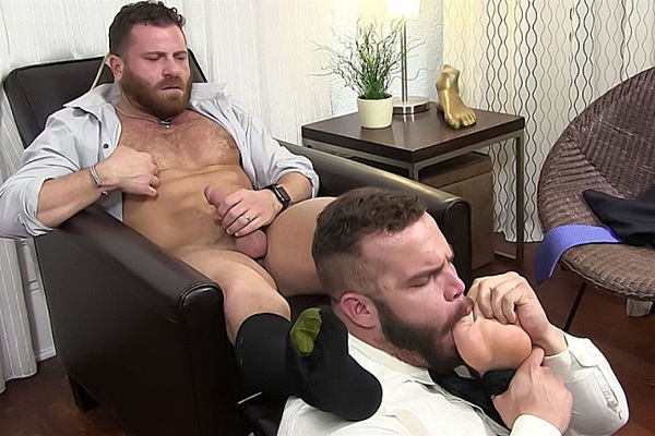 Daxx Carter foot worships his masculine boss Riley Mitchel until Riley shoots his load at Myfriendsfeet