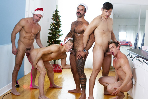Muscle hunks Manuel Skye, Rocky Vallarta and Teddy Torres bareback Ace Quinn and Ethan Chase before they give each other hot facials in a Christmas orgy at Masqulin