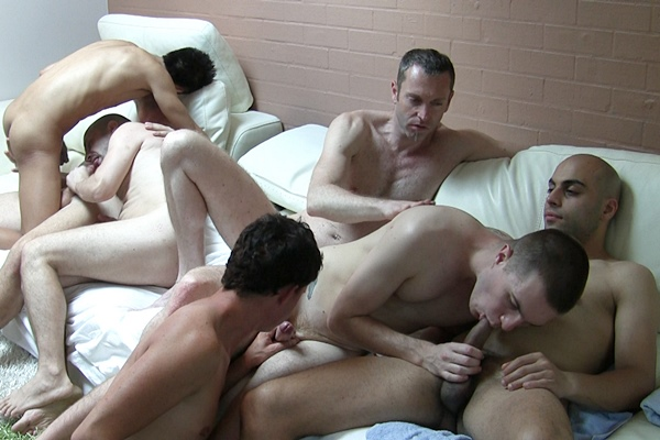 Amateur dudes Brett Screw, Bryce Banger, Joel Jewels, John Cummer, Justin Chain, Sam Meat, Will Weiner and Zach Buttpounder make out, suck and fuck each other in an orgy at Amateursdoit
