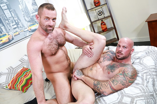 Masculine daddy Jacob Woods and inked muscle stud Sean Duran take turns barebacking each other in Jacob's bottoming debut at Menover30