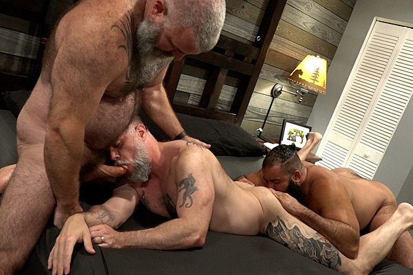 Oscar Bear and Will Angell bareback Liam Angell before they creampie Liam in a muscle bear threeway in Barefoot and Bred at Musclebearporn