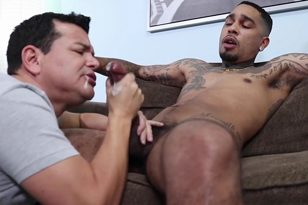 Hung inked straight dude, security guard Malik gets serviced by a guy for the first time before he gets sucked and jerked off by Victor in Welcoming 2021 Sucking Straight Dude Malik at Beefcakehunter