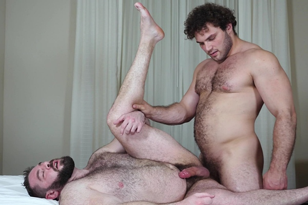 Hot straight beefcake, EX football jock Ludvig fucks hairy muscle bear Teddy Hunter before he fucks the cum out of Teddy and gives him a facial at Theguysite